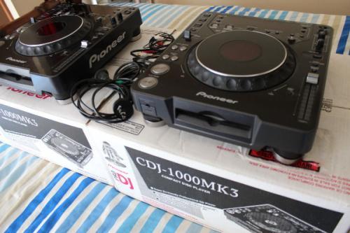 Picture 1:2x pioneer cdj1000mk3, 1x djm800 mixer