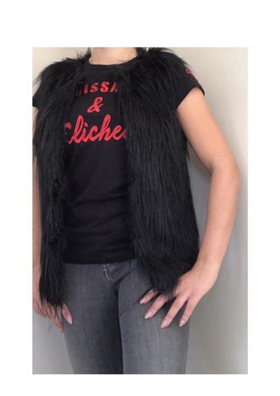 Picture 1:Diverse fake fur gilets dames