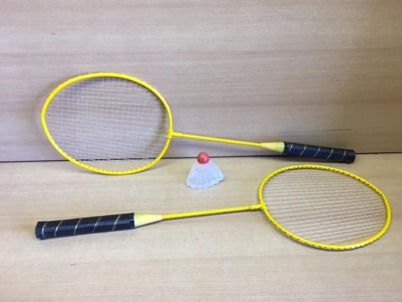Foto 2:Badmintonsets  2x racket met shuttle