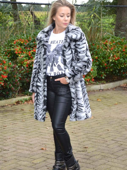 Picture 1:Fake fur jas met print